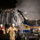 Regionalzug in Berlin völlig ausgebrannt
