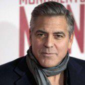 Clooney rettet verkrüppelten Hund aus Heim