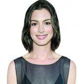 Anne Hathaway zeigt Babybauch