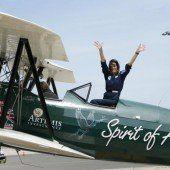 Mit Doppeldeckerflugzeug um die halbe Welt