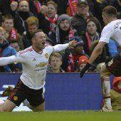 Rooney trifft und Trainer Louis van Gaal kann wieder lächeln