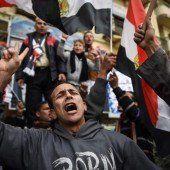 Regierungsanhänger protestieren am Jahrestag des Aufstandes