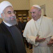Papst trifft iranischen Präsidenten