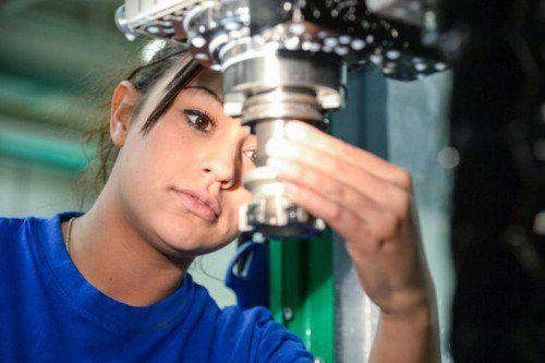 In der Beschäftigungspolitik baut das Land Vorarlberg auf die Lehre (Bild: Lehrlingswerkstatt Alpla).