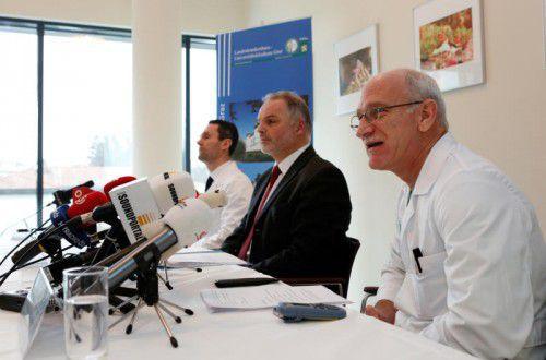 Informierten die Öffentlichkeit: das Ärzteteam Dr. Philipp Metnitz, Dr. Gernot Brunner und Dr. Franz-Josef Seibert (v. l.).