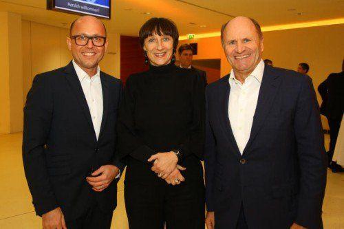 Michael Ritsch (l.) mit Intendantin Elisabeth Sobotka und Festspiel-Präsident Hans-Peter Metzler.