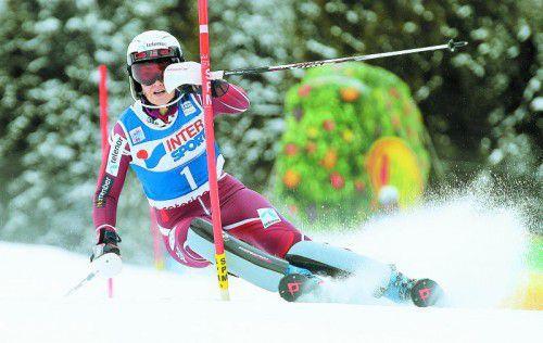 Nina Löseth fuhr im Slalom in Santa Caterina zweimal Laufbestzeit und durfte sich bei der Siegerehrung über Gratulant Alberto Tomba freuen.