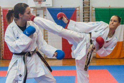 Österreichs Karate-Europameisterinnen: Bettina Plank (l.) und die Salzburgerin Alisa Buchinger.