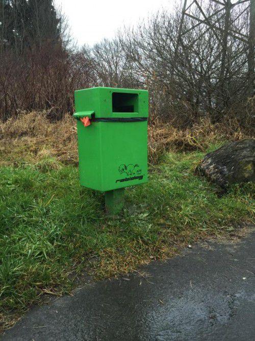 """Hohenems. Mehr Müllkübel auf den beliebten Gassi-Wegen nahe des Koblacher Kanals in Hohenems forderte ein Forumsleser. Stadtrat Martin Bruder verkündete Ende des Jahres: """"Sehr geehrte Damen und Herren, das Problem ist behoben. Es wurden zwei Abfalleimer installiert."""""""