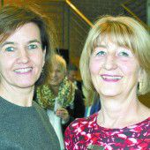 Mercedes Schneider ordnet Geschäfte neu