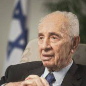 Nobelpreisträger Peres im Spital