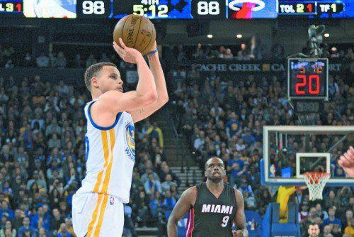 Stephen Curry warf 31 Punkte für die Warriors.