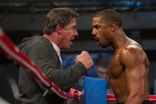 Sylvester Stallone steigt nicht selbst als Boxer, sondern als Trainer eines jungen Talents in den Ring.