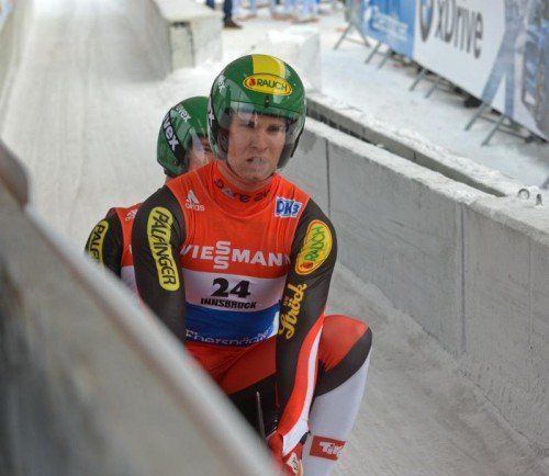 Thomas Steu (v.) kippte mit Partner Koller vom Schlitten.