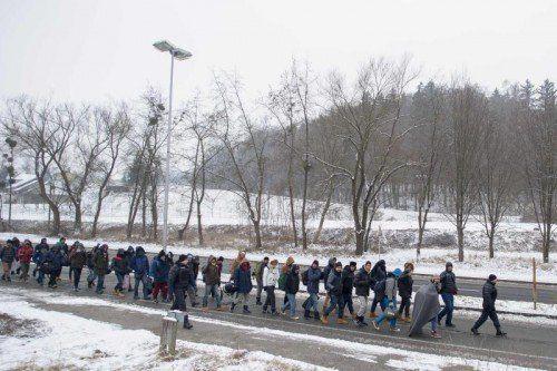 Trotz Schnee und Kälte kommen immer noch Flüchtlinge über die slowenisch-österreichische Grenze. Kontrollen sollen nun verschärft werden.