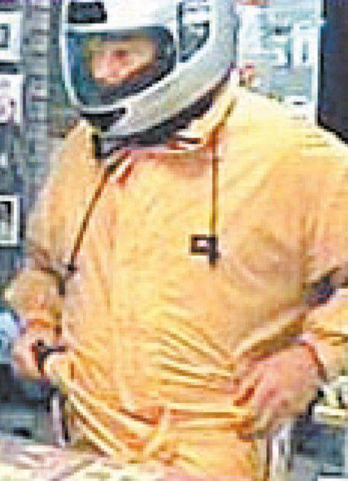 Überfall 2010: Hier zeigt das Phantom seine Augen.