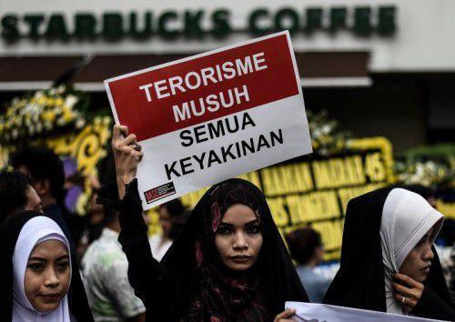 Viele Menschen setzten am Freitag ein Zeichen gegen Terrorismus.