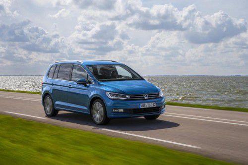 VW Touran: Er wurde im Vorjahr von der Plattform über die Motoren bis zur Assistenz- und Sicherheitstechnik erneuert.