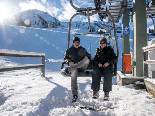 Wie gerne würden Wolfgang Peisser und Patricia Pfleger Ski fahren. Aber das geht leider nicht.
