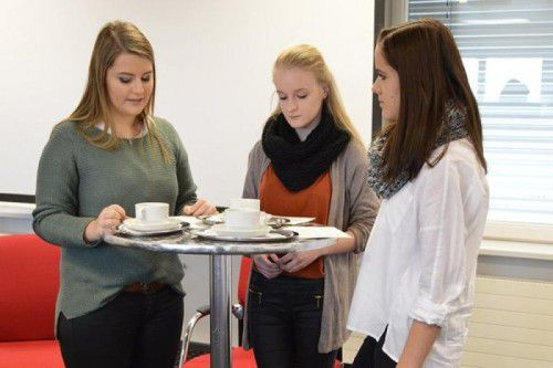 40 Berufsschüler der Berufsschule Bregenz drei kooperierten mit der Landesversicherung. Sie erarbeiten ein gemeinsames Projekt.