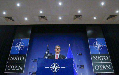 Ashton Carter kündigt den Nato-Einsatz in der Ägäis an.