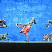 Die Flying Steps tanzen zur Musik von J. S. Bach