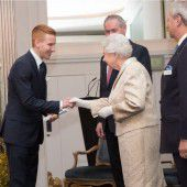 Händeschütteln mit der Queen