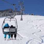 Sechsjähriger stürzt acht Meter tief auf Skipiste
