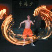 Shaolin Mönche zeigen ihre Meisterübungen