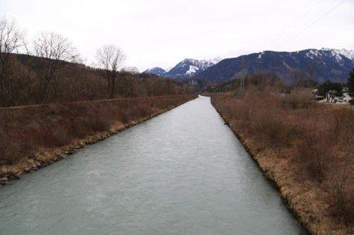 Die Ill wird auf einem gut eineinhalb Kilometer langen Abschnitt renaturiert.