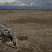 Salzsee in den Anden weicht einer Wüste