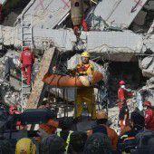 Taiwan: Überlebende aus Trümmern gerettet