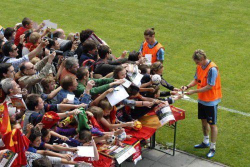 Bei fünf Trainingseinheiten werden Fernando Torres und Co. auch für Autogrammwünsche der Fans zur Verfügung stehen.