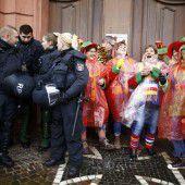 Mehr Polizei und weniger Narren
