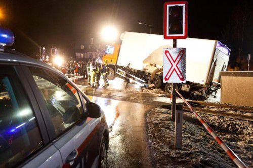 Die ÖBB investieren jährlich 20 Millionen Euro, um Unfälle wie diesen mit der Montafonerbahn an Eisenbahnkreuzungen zu verhindern. mathis
