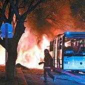 Anschlag auf einen Militärkonvoi fordert 28 Todesopfer
