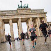 Mark Zuckerberg joggt durch Berlin