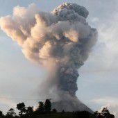 Tungurahua spuckt Rauch und Asche