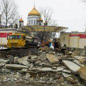 Bulldozer zerstörten in Moskau illegale Läden