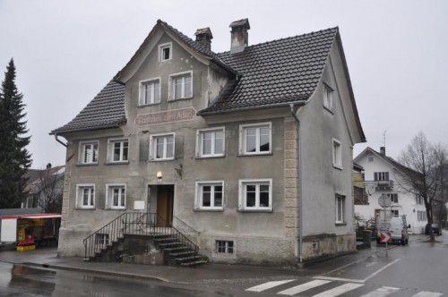 """Lange Zeit stand das Traditionsgasthaus """"Adler"""" leer, nun wird es zur Pension umgebaut."""
