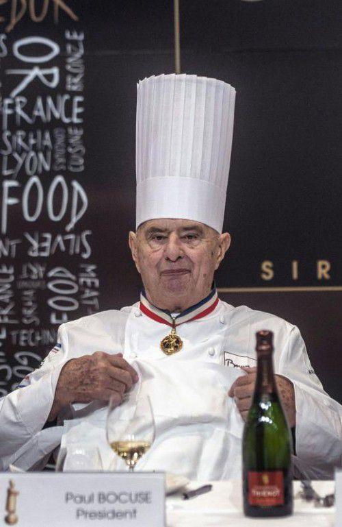 Mit Trikolorekragen und hoher Kochmütze schuf Paul Bocuse ein Gastronomieimperium.