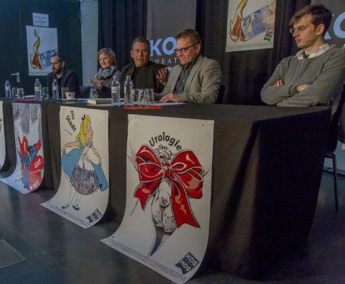 Regisseure Stephan Kasimir und Esther Muschol, Theaterleiter Hubert Dragaschnig und Augustin Jagg und Autor Max Lang.