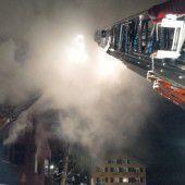 Familie schlief, als ihr Haus in Flammen stand