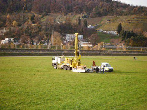 Lange wurden am Rhein Testbohrungen gemacht, ehe der richtige Standort für den neuen Trinkwasserbrunnen gefunden werden konnte.IRR