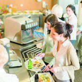Frauen legen großen Wert auf Mittagspause