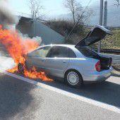 Auto geriet in Vollbrand