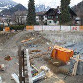 Baugrube in Schruns lässt Großes erahnen