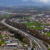 Superstau nach Unfall bei Lindau bis Hohenems