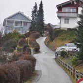 Straße zu steil: Altpapier wird in Säcken abgeholt