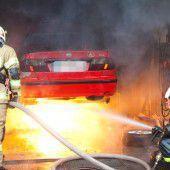 Brennender Pkw in der Garage